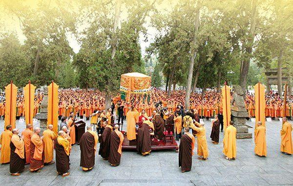 悟覺妙天禪師率領禪宗弟子回到中國禪宗祖庭─河南嵩山少林寺歸山拜祖