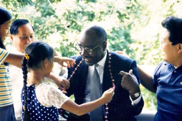 悟覺妙天禪師與賴比瑞亞大使同樂